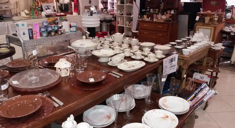Servizi di piatti bicchieri e tazzine affare fatto l for Piatti e bicchieri colorati