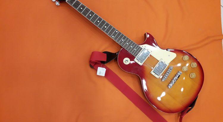 chitarra elettrica arancione rossa