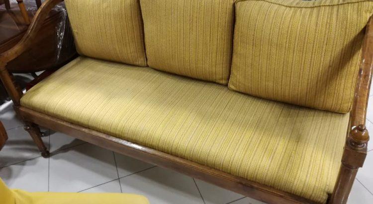 divano tappezzeria gialla