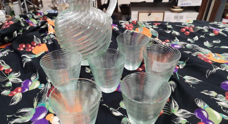 servizio caraffa + 6 bicchieri vintage