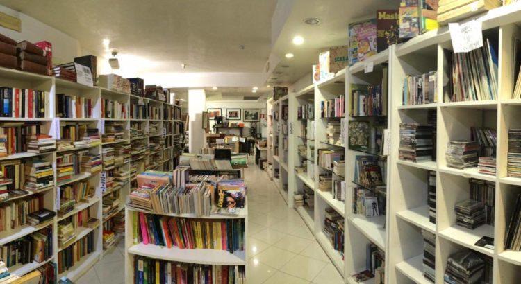 foto locale settore libri panoramica